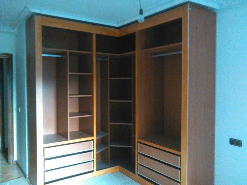 Diseos armarios empotrados por dentro awesome amazing organizar armarios con perchas with - Organizar armarios empotrados ...